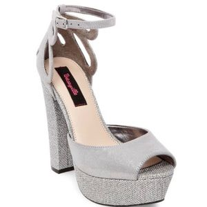 NEW Betsyville Size 10 Silver Sparkle 4 heel shoes